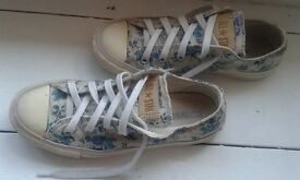 Womens All Star Converse Trainers, White & Blue Floral Pattern, Size UK 4
