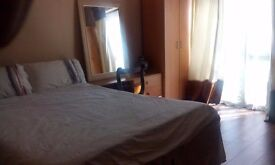 LARGE COSY DOUBLE ROOM IN A FLATSHARE. ALL BILLS INCLUDED. 7 MINS WALK TO BARKING UNDERGROUND