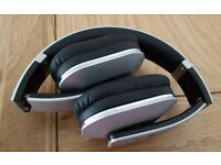 Wireless bluetooth foldable headphones by AUGUST