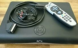 HDSKY BOX, MINT CONDITION REMOTE, POWER LEAD AND SCART LEAD INCLUDED