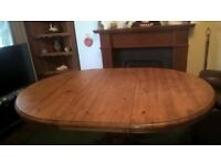 Waxed pine expanding table with 4 solid Breton chairs