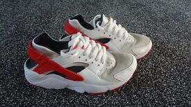 RED WHITE BLUE SIZE 4 NIKE HUARACHES