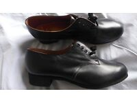 BRAND NEW ladies / women's, 'vintage', black, real leather, lace-up shoes. UK size 9, European 41-42