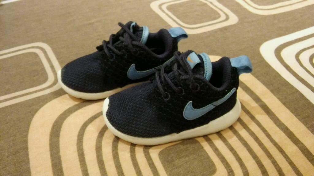 Infant Nike Roshe size 4.5