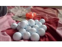 Dunlop Junior Club Set with 21 never used dunlop golf balls with putting practise hole