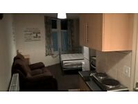 Studio Flat Sheffield nr Northern General, flexible contract, no bond, rent plus all bills £110 pw