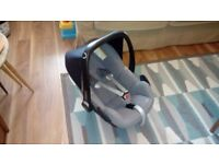 Maxi Cosi Pebble car seat/baby carrier