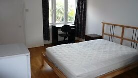 Double room with en suite to rent in Westbourne