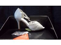 V by Very Fortune Sparkle Sandals. Silver Size 3