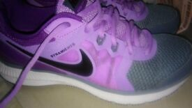 Nike - Size 5.5 - Ladies Trainers