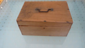 ATTRACTIVE ANTIQUE PINE BOX WITH RELIGIOUS LINKS