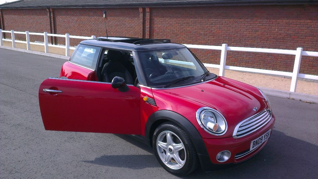 mini cooper 1 6 chilli red carbon black 2009 in cheltenham gloucestershire gumtree. Black Bedroom Furniture Sets. Home Design Ideas