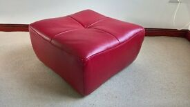 Rectangular red leather pouffe, very good condition