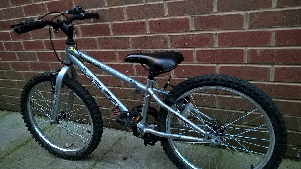 Boys bike in very good condition 6-8 yeqrs old (£15)