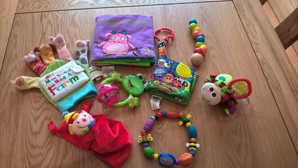 Bundle of newborn, baby and childrens toysexcellent condition6 for the bundlein Emersons Green, BristolGumtree - Bundle of colourful and fun baby children toys in excellent clean condition, including • Old MacDonald fabric hand puppet with board book • Sensory soft fabric Baby Monsters book with different textures, crinkle pages, flaps and squeaker •...