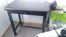 4 bar stools and table