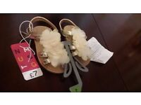 Girls shoes 4 or 4f