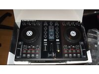 Traktor S2 + 2 Speakers + Laptop Stand