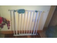 SAFETY GATE, BABY AND CHILD PROOF, VERY GOOD CONDITIONS.
