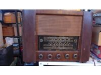 Vintage / antique DECCA 66 valve radio for repair / spares / ornament. Great prop for a cafe/shop.