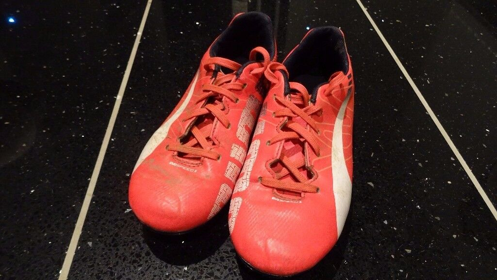 KIDS PUMA FOOTBALL BOOTS/MOULDS BOYS SIZE 12