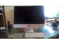 """Apple iMac """"Core i5"""" 2.7 21.5-Inch, Including Apple Wireless Keyboard and Magic Trackpad"""