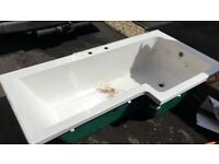 Used L-shaped bathtub - Free to collect