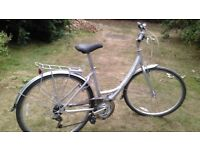 ladies giant expression hybrid,17 in frame alloy,full mudguards,carrier,21 spd,runs perfectly