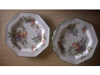 4 Dinner Plates (never used)