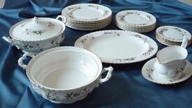 "Royal Kent ""Sylvia"" bone china 24 piece dinner service - Excellent condition"