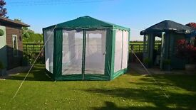 Gazebo Hexagonal 4m Green and White with mesh panels