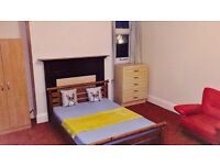 *** HUGE double room with desk, sofa, garden, dinning area in the kitchen ***