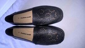 Womens Black Cushion Walk Shoes (UK size 8)