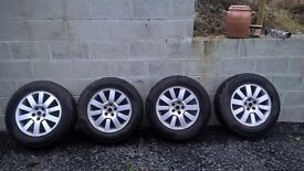 """5 discovery 3 alloys, 18"""". Plus 4 winter tires plus 1 spare"""