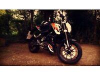 KTM DUKE 125 MOTORBIKE, SHOWROOM CONDITION, 2015 PLATE, LOW MILEAGE