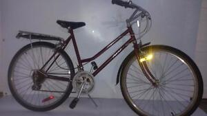 Medium TALL 26 inch LADY KENT Hybrid Bike riders 4'08 to 5'05 Tall customize for the city & fall weathe