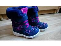 Girl's winter shoes size 6