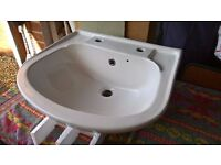 VITREOUS CHINA WHITE HANDBASIN