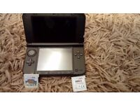 Nintendo 3DS XL red and black With 4 boxed games. Sonic, Angry Birds, Fifa 13 and Street fighter