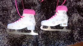 Girls ice skates UK size 3. Nearly new 😄