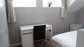 A lovely double room in the house ( conviniece to colliers wood station )