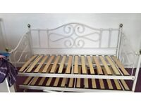 BED FRAME WIV PULL OUT BED