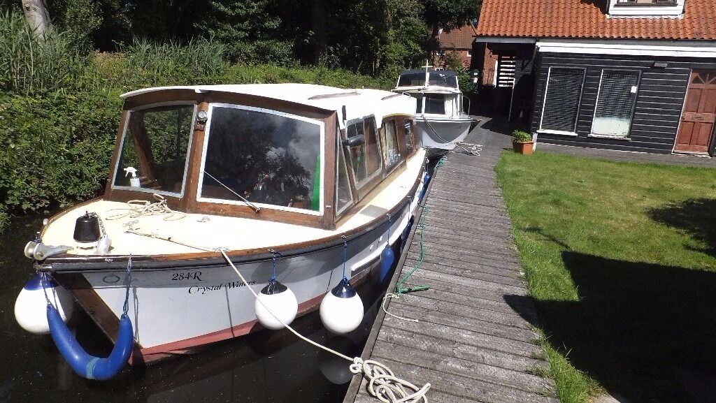 "1976 SUMMERCRAFT CLASSIC 27in Diss, NorfolkGumtree - 1976 CLASSIC 27 BROADS CRUISER. FIBREGLASS HULL WOODEN TOP. 2 BERTH(one double) IN ONE CABIN. 27FT. 96"" BEAM. AIR DRAFT 7FT. BOAT SAFETY CERTIFICATE VALID TILL JUNE 2018. RIVER TOLL PAID TILL END OF MARCH 2017. GAS COOKER WITH OVEN & TWIN HOB. 2..."