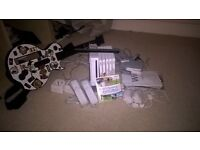 Nintendo Wii, 6 games, 2 pads, nunchucks and a guitar