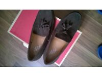 NEW AND UNSED BROWN SUEDE SHOE. SIZE9