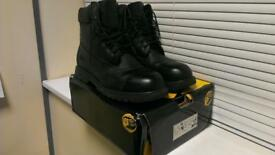 Pair of Men's Back Work Boots - size 13