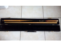 2 PIECE SNOOKER / POOL CUE & DELUXE HARD CASE