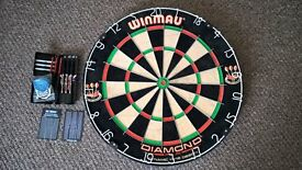 Winmau Diamond Plus Dart Board with 2 sets of darts