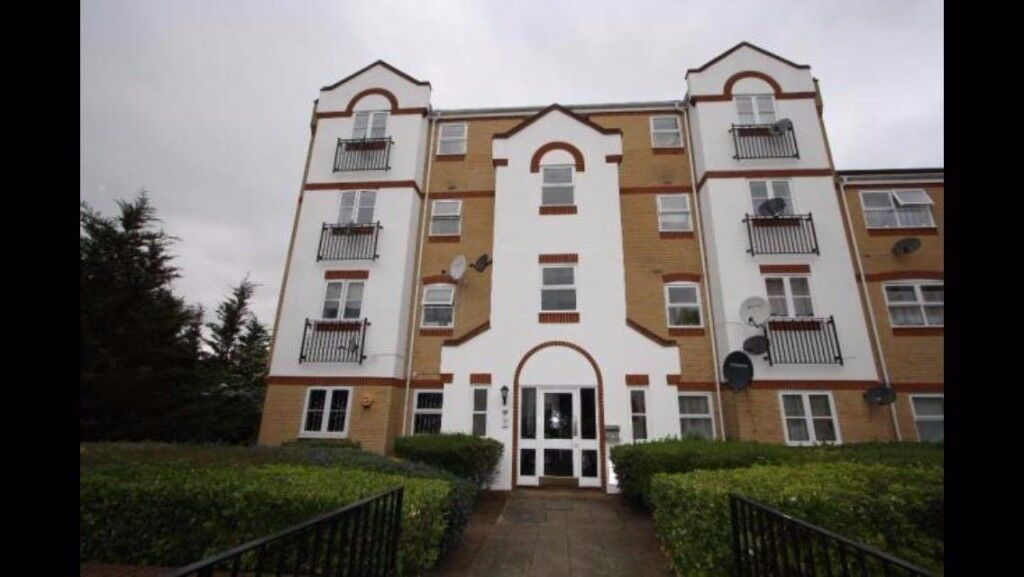 2 bed 2nd floor flat available in beckton Angelica drive