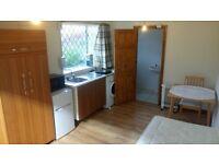 Quiet Modern Single Bedsit in Langley, Berkshire